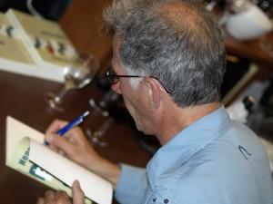 Henry signeert Baaierd